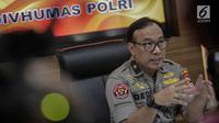 Karo Penmas Divisi Humas Polri Brigjen Dedi Prasetyo memberikan keterangan terkait bom Sibolga, di Mabes Polri, Rabu (13/3). Saat ini, kepolisian juga tengah melakukan sterilisasi agar tidak terjadi ledakan susulan. (Liputan6.com/Faizal Fanani)