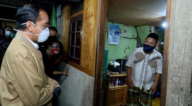 Presiden Jokowi Blusukan Malam Hari.