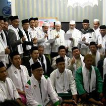 Cawapres Joko Widodo KH Ma'ruf Amin menerima dukungan dari Ulama se Jakarta Utara di kediamannya. Ma'ruf Amin meminta masyarakat obyektif menilai pemerintahan Joko Widodo