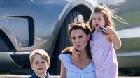 Pangeran George, Kate Middleton dan Putri Charlotte. (Hello Magazine)
