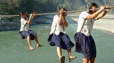 5 Sekolah Paling Tak Biasa dan Berbahaya di Dunia