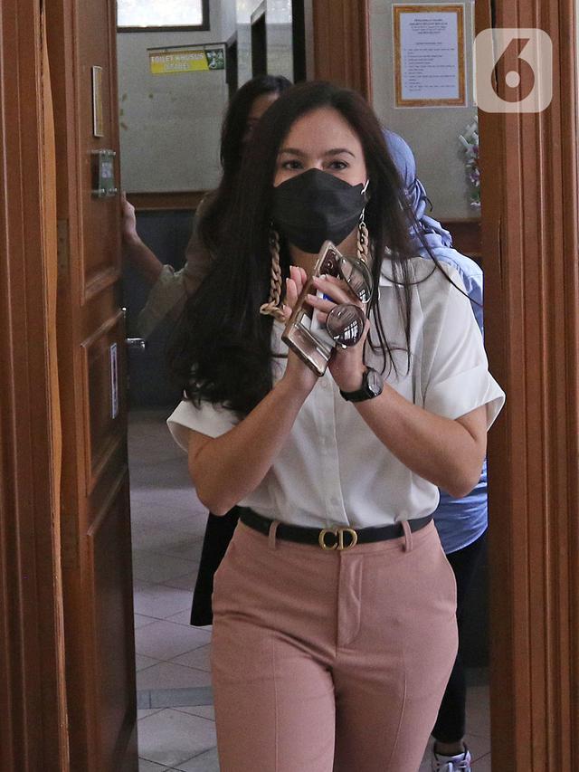 FOTO: Wulan Guritno Hadiri Sidang Cerai dengan Adila Dimitri