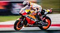 Pebalap Repsol Honda, Marc Marquez, meraih pole position setelah menjadi yang tercepat pada sesi kualifikasi MotoGP Austin di Circuit of the Americas, Texas, AS, Sabtu (22/4/2017). (Bola.com/Twitter/marcmarquez93)