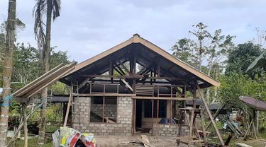 Kementerian PUPR bedah rumah 100 unit rumah tidak layak huni di Kabupaten Manokwari Selatan, Papua Barat. (Foto: Kementerian PUPR)