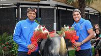 Fredy Guarin dan Jeison Murillo berfoto dengan patung badak bercula satu saat mengunjungi Milan Expo 2015, Kamis (17/9/2015) waktu setempat. (Inter.it)