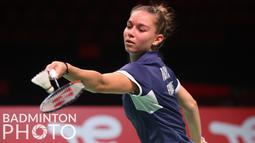 Yaelle Hoyaux berhasil menyulitkan Nadini. Wakil Prancis tersebut akhirnya mampu menutup gim pertama dengan skor 21-12. (Badminton Photo/Yves Lacroix)