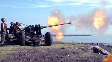 Citizen6, Probolinggo: Siswa Arteleri Sedang melaksanakan Penembakan Meriam 37 mm di pantai Paiton Probolinggo Jawa Timur. (Pengirim: Rohman Arif)