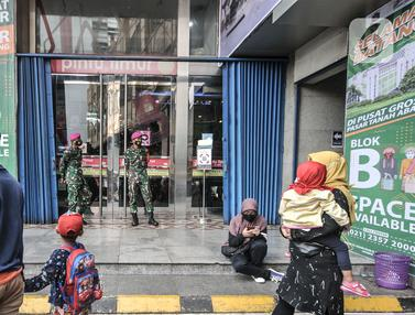 TNI-Polri Jaga Ketat Pasar Tanah Abang