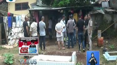 Polisi sebelumnya menggerebek kelompok ini di sebuah ruko yang menjadi tempat perbaikan barang elektronik yang juga menjadi tempat tinggal keduanya di Babelan.