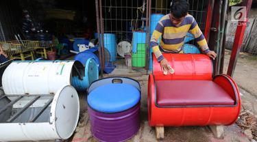 FOTO: Menyulap Drum Bekas Menjadi Mebel Rumah Tangga