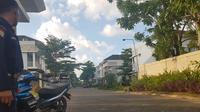 Lokasi tempat penganiayaan tiga pemuda apes di Minggu pagi oleh satpam perumahan The Mapple dan anggota TNI. (Liputan6.com/Fauzan)