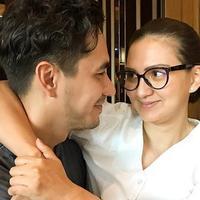 Darius Sinathrya dan Donna Agnesia selalu romantis. (Instagram/dariussinathrya)