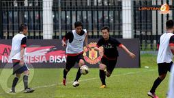 Para peserta yang mayoritas merupakan fans Manchester United itu terlihat serius mengikuti Training Camp Indonesia Bisa di Lapangan C Senayan Jakarta. Untuk kategori ini nantinya akan dipilih satu orang pemenang terbaik (Liputan6.com/Helmi Fithriansyah).