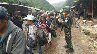 Proses evakuasi ribuan warga di Tembagapura yang terisolir oleh kelompok bersenjata. (Liputan6.com / Katharina Janur / Polda Papua)