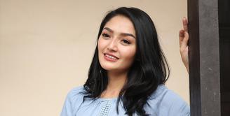 Penyanyi dangdut Siti Badriah tampil bersama dengan Shaheer Sheikh. Keduanya akan tampil dalam film televisi yang akan ditayangkan di ANTV setiap siang. (Bambang E Ros/Bintang.com)
