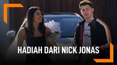 Bikin Iri, Priyanka Chopra Pamer Hadiah Dari Nick Jonas