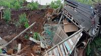 Peristiwa longsor di Kabupaten Banjarnegara, Jawa Tengah akibat hujan dengan intensitas tinggi pada Sabtu (2/11/2019). (Dok Badan Nasional Penanggulangan Bencana/BNPB)
