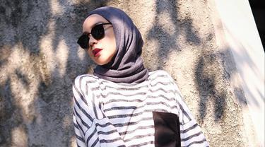 Zaskia Adya Mecca menjadi salah satu publik figur yang gaya busananya sering dijadikan inspirasi. Wanita kelahiran 1987 ini sering membagikan penampilan busana atau OOTD di laman Instagramnya. (Liputan6.com/IG/@zaskiadyamecca)