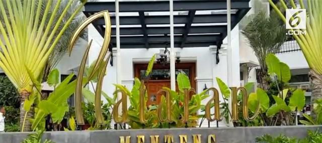 Ketua Umum dan Sekjen partai koalisi pendukung Jokowi berkumpul di restoran Plataran Menteng Jakarta Pusat. Jokowi akan mendeklarasikan diri sebagai capres