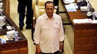 Menteri Perhubungan Budi Karya Sumadi  saat rapat kerja (raker) dengan Komisi V DPR di Kompleks Parlemen, Senayan, Jakarta, Kamis (22/11). DPR menyebut banyak komentar mengenai kemungkinan penyebab jatuhnya Lion Air PK-LQP. (Liputan6.com/JohanTallo)