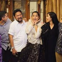 Naysilla Mirdad mengunggah foto bersama ayah dan ibunya, Jamal Mirdad dan Lydia Kandou, saat merayakan Lebaran bersama (Instagram/@naymirdad)