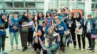 Bobotoh Persib Viking Girl saat berada di Stadion GBK, Jakarta