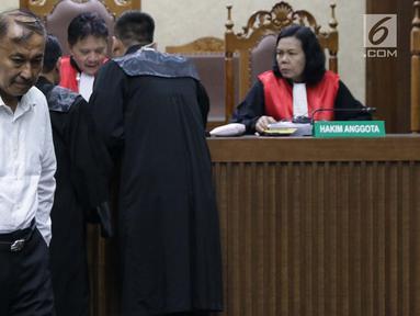 Terdakwa kasus dugaan korupsi proyek pengadaan e-KTP yang juga anggota komisi VIII DPR dari fraksi Partai Golkar, Markus Nari saat menjalani sidang lanjutan di Pengadilan Tipikor, Jakarta, Rabu (20/8/2019). Sidang mendengar eksepsi terdakwa atas dakwaan JPU KPK. (Liputan6.com/Helmi Fithriansyah)