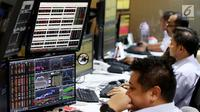 Indeks harga saham gabungan (IHSG) ditutup melemah 0,33% atau 18,94 poin ke level 5.693,39, Jakarta, Selasa (30/5). (Liputan6.com/Angga Yuniar)