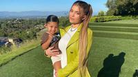 Kylie Jenner dan sang putri, Stormi. (dok. Instagram @kyliejenner/https://www.instagram.com/p/CAtCpDDnadw/Putu Elmira)