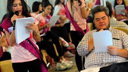 Kelas vokal bersama Indra Aziz tersebut untuk menambah bekal para finalis untuk menjadi entertainer sejati dan multitalenta, Jakarta, (18/10/14). (Liputan6.com/Faisal R Syam)