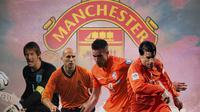 Manchester United - Eks MU dari Belanda: Edwin Van der Sar, Jaap Stam, Robin Van Persie, Ruud Van Nistelrooy (Bola.com/Adreanus Titus)