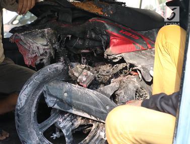 Penampakan Motor yang Meledak di Parkiran Kemlu
