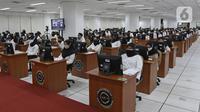 Peserta mengikuti proses Tes Standar Kompetensi Dasar (SKD) CPNS di BKN, Jakarta, Kamis (2/9/2021). Sebanyak 800 peserta mengikuti tes yang dibagi dua sesi dan menerapkan protokol kesehatan yang ketat. (Liputan6.com/Herman Zakharia)