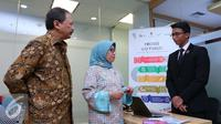 Direktur Utama BEI Tito Sulistio bersama dengan Kepala Eksekutif Pengawas Pasar Modal OJK Nurhaida saat meresmikan Pusat Informasi Go Public di Bursa Efek Indonesia, Jakarta, Senin, (27/6). (Liputan6.com/Angga Yuniar)