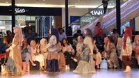 "Ria Miranda rilis koleksi ""Dayu"" di runway Fashion Nation 2020 di Senayan City, Jakarta, 13 Maret 2020. (Liputan6.com/Asnida Riani)"