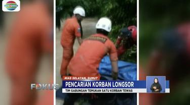Basarnas dan TNI temukan satu korban yang tertimbun material longsor di Gomo, Nias Selatan, Sumatera Utara.