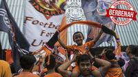 Sepak Bola Indonesia Berbenah_1, Suporter Persija Jakarta, The Jakmania, merayakan gelar Piala Presiden di Balai Kota, Jakarta, Minggu (18/2/2018). Persija meraih juara setelah mengalahkan Bali United. (Bola.com/Vitalis Yogi Trisna)