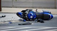 Ilustrasi kecelakaan sepeda motor (Foto: motofire.com).