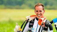 Hobi Skydiving Bawa Pria Ini Jual Udara Bersih dalam Botol  (sumber. Elitereaders.com)