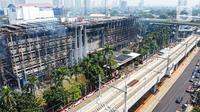 Foto udara gedung utama Gedung Kejaksaan Agung Republik Indonesia usai kebakaran hebat di Jakarta, Minggu (23/8/2020). Kebakaran selama 11 jam menyebabkan gedung utama Kejaksaan Agung, baik sayap kanan maupun kiri, hangus terbakar. (Liputan6.com/Faizal Fanani)