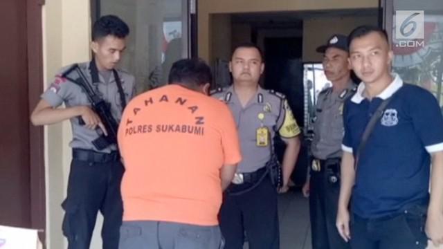 Seorang sopir angkot tega memperkosa bocah berusia 11 tahun setelah sebelumnya mengiming-imingi dengan coklat dan es krim.
