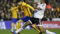 Lionel Messi dibuat tak berkutik oleh pemain Valencia (Reuters)