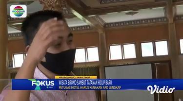 Semua tamu yang datang ke hotel kawasan wisata Gunung Bromo, Kabupaten Probolinggo, Jawa Timur, wajib menggunakan masker, selain itu mereka harus membersihkan tangan dan diperiksa suhu tubuhnya.