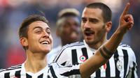 Dua pemain Juventus, Paulo Dybala (kiri) dan Leonardo Bonucci (kanan). (AFP/Marco Bertorello)