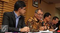 Ketua KPK, Agus Rahardjo (kedua kiri) memberikan keterangan pers terkait 2 Pejabat BUMN (Liputan6.com/Helmi Afandi)