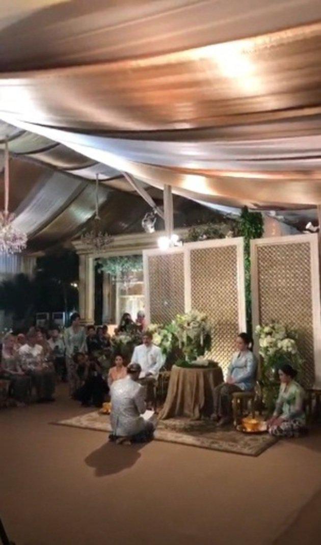 Tak lama lagi, Panji Trihatmodjo melangsungkan pernikahannya dengan Varsha Strauss. Ia pun menggelar siraman di kediaman H.M Soeharto, di Jl Cendana, Jakarta./instagram/didit.hediprasetyo