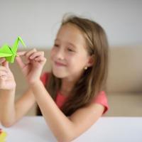 Jaga Kesehatan Mental dengan Seni Melipat Origami (AnastasiaNi/Shutterstock)