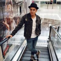 Kevin Julio tampil santai dengan kaus dan jaket (Foto: Instagram)