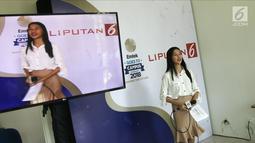 Seorang mahasiswi mengikuti lomba presenter saat  Emtek Goes to Campus (EGTC) 2018 di Universitas Negeri Semarang (UNNES), Semarang, Selasa (17/7). EGTC 2018 diadakan di Auditorium UNNES pada tanggal 17-19 Juli 2018. (Liputan6.com/Herman Zakharia)