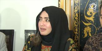 Yulia Mochamad klarifikasi soal isu istri ketiga penyanyi religi Opick.
